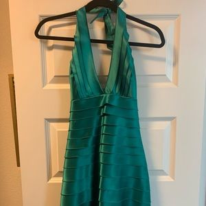 BCBGMaxAzria Kelly green pleated dress size 2